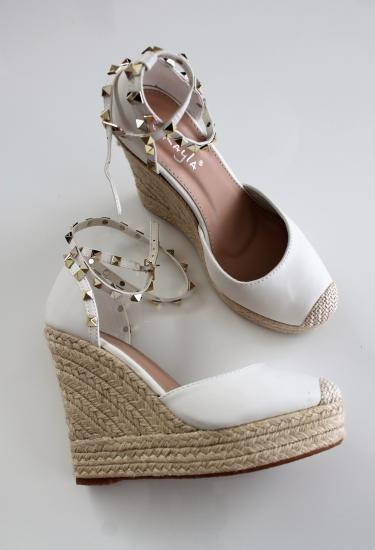bffd35e7c9 Biele platformové sandále Lovi