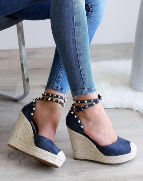 256b98cf8374 Modré semišové sandále Lovi