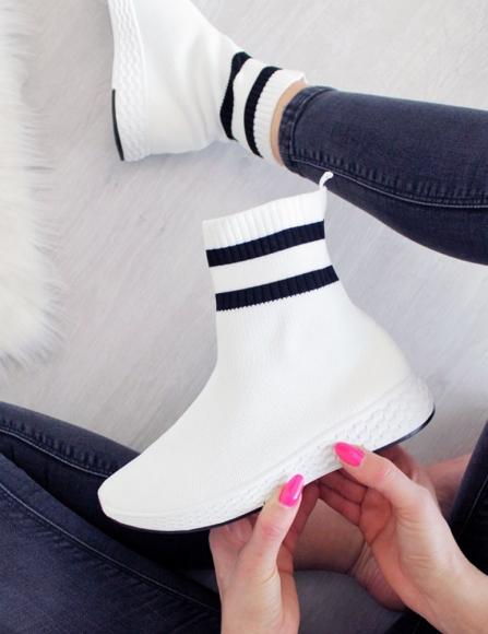 83929551c060 Biele ponožkové tenisky Dalia