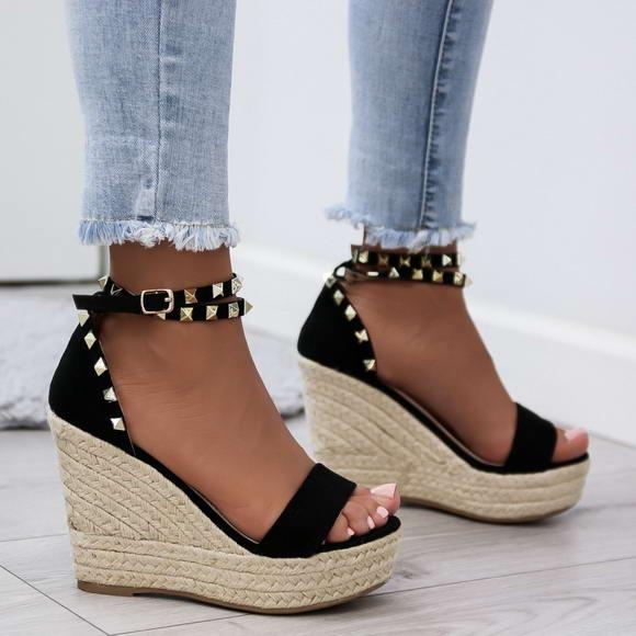 453c9c7169da Čierne sandále Carla